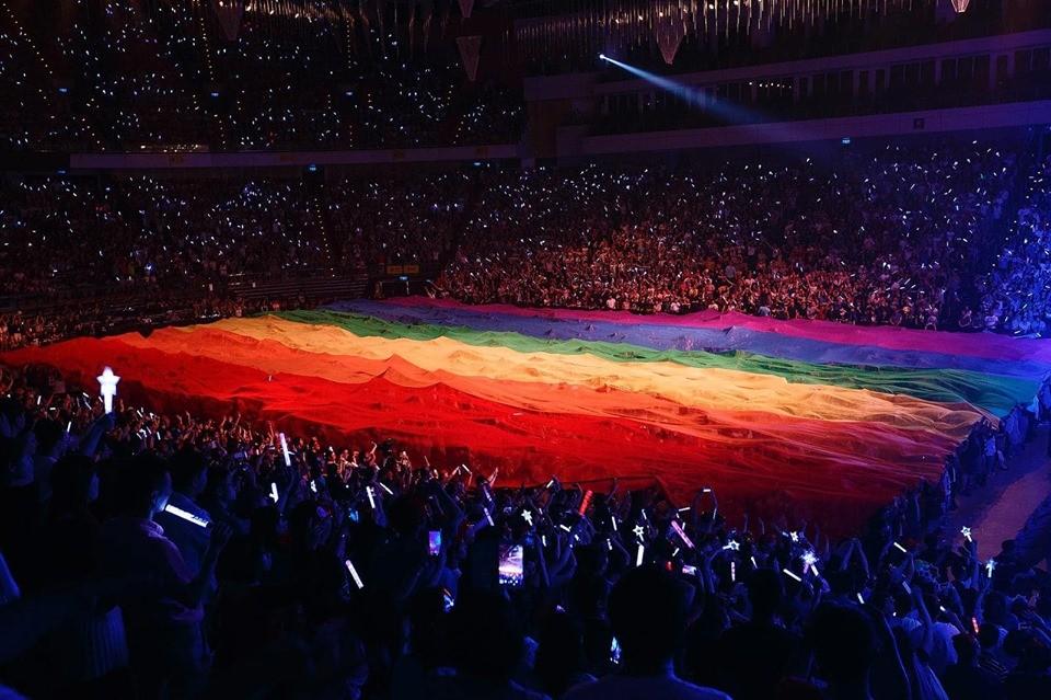 【我們的愛很像】最美的彩虹終於完整了!台灣同性婚姻正式合法化!