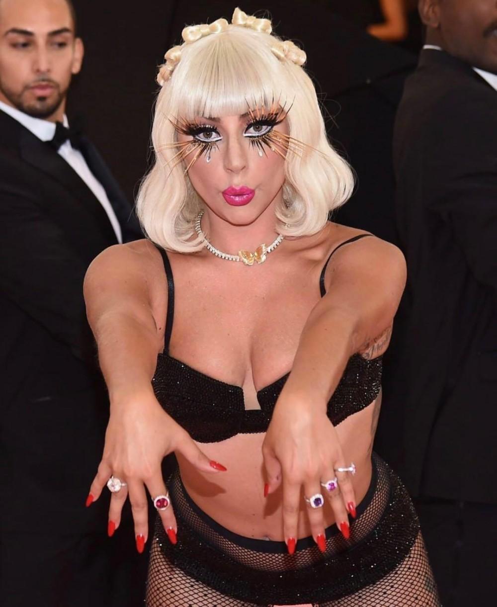 敢曝敢我真時尚!「衣不驚人死不休」的Lady Gaga如何震撼Met Gala紅地氈?