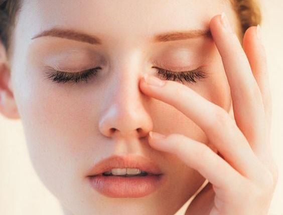【不脫色唇妝】化妝師推薦的上色小技巧 讓唇妝更貼唇色更持久