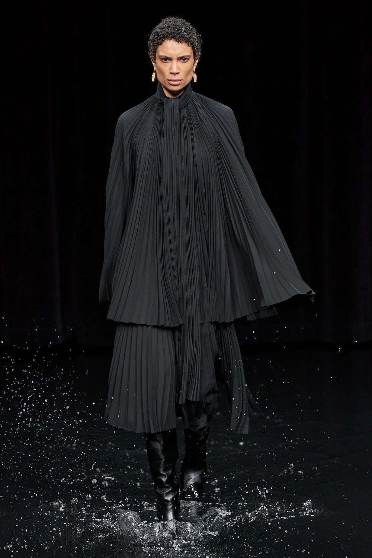 【巴黎時裝週】Balenciaga的末日時尚!Demna Gvasalia顛覆傳統的宗教造型?