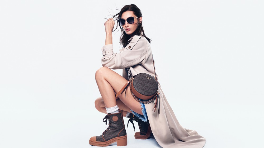 MICHAEL KORS的時尚之旅!再次攜手Bella Hadid演繹經典的Jet Set風格!