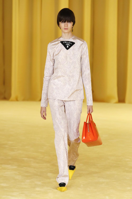 【2021春夏米蘭時裝週】Raf Simons首場PRADA 簡潔利落時尚視覺