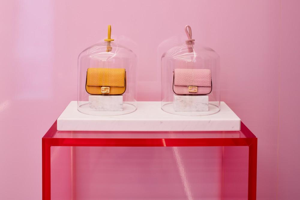 【Fendi粉紅控】Fendi與Maison Francis Kurkdjian再度聯手 粉紅版FENDIFRENESIA Nano Baguette香氛手袋登場