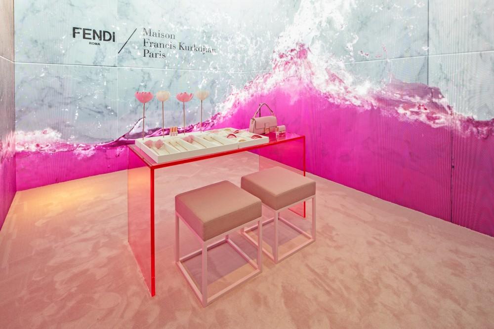 Fendi與Maison Francis Kurkdjian再度聯手 粉紅版FENDIFRENESIA Nano Baguette香氛手袋登場