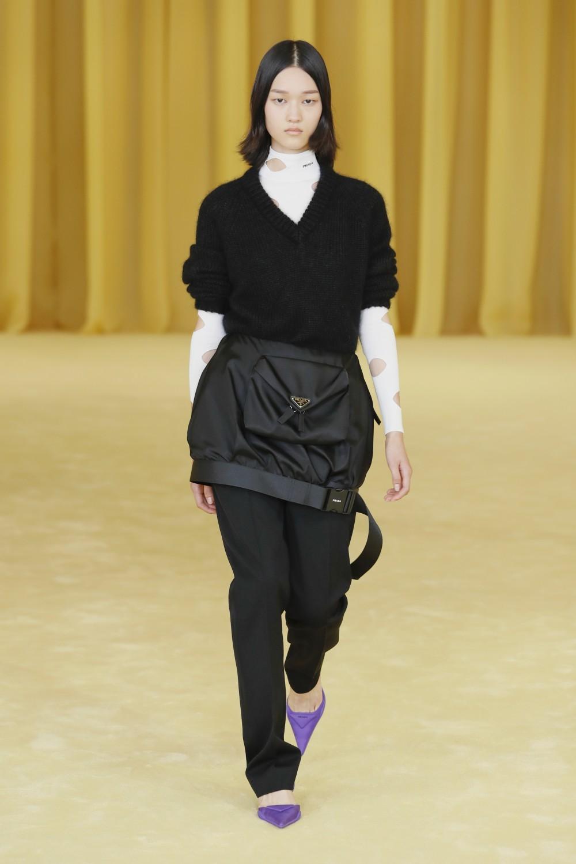 【2021春夏米蘭時裝週】Raf Simons首場PRADA 簡潔利落時尚視覺09