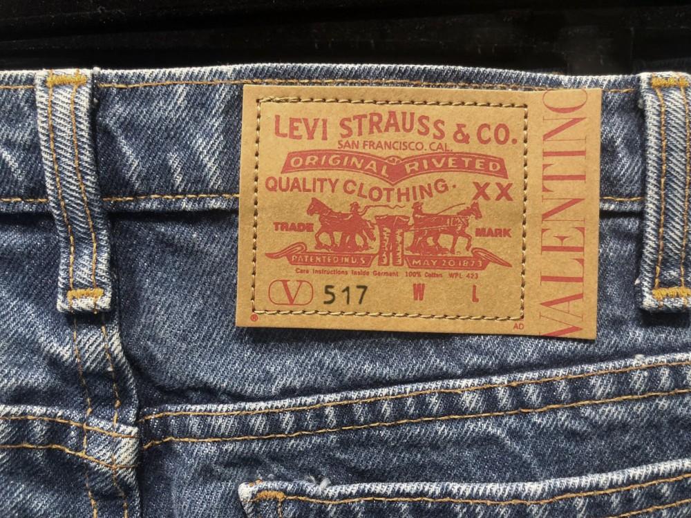 Valentino浪漫純美主義 變大版Rockstuds、聯乘Levi's 517經典小喇叭