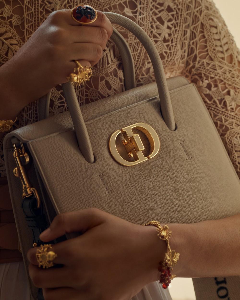全新Dior St Honoré手袋登場 搶眼「CD」古典優雅實用型
