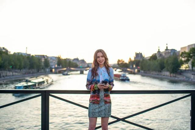 Emily in Paris秋冬時尚職場穿搭術004