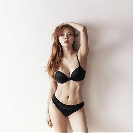 IG @ kimhyuna_queen