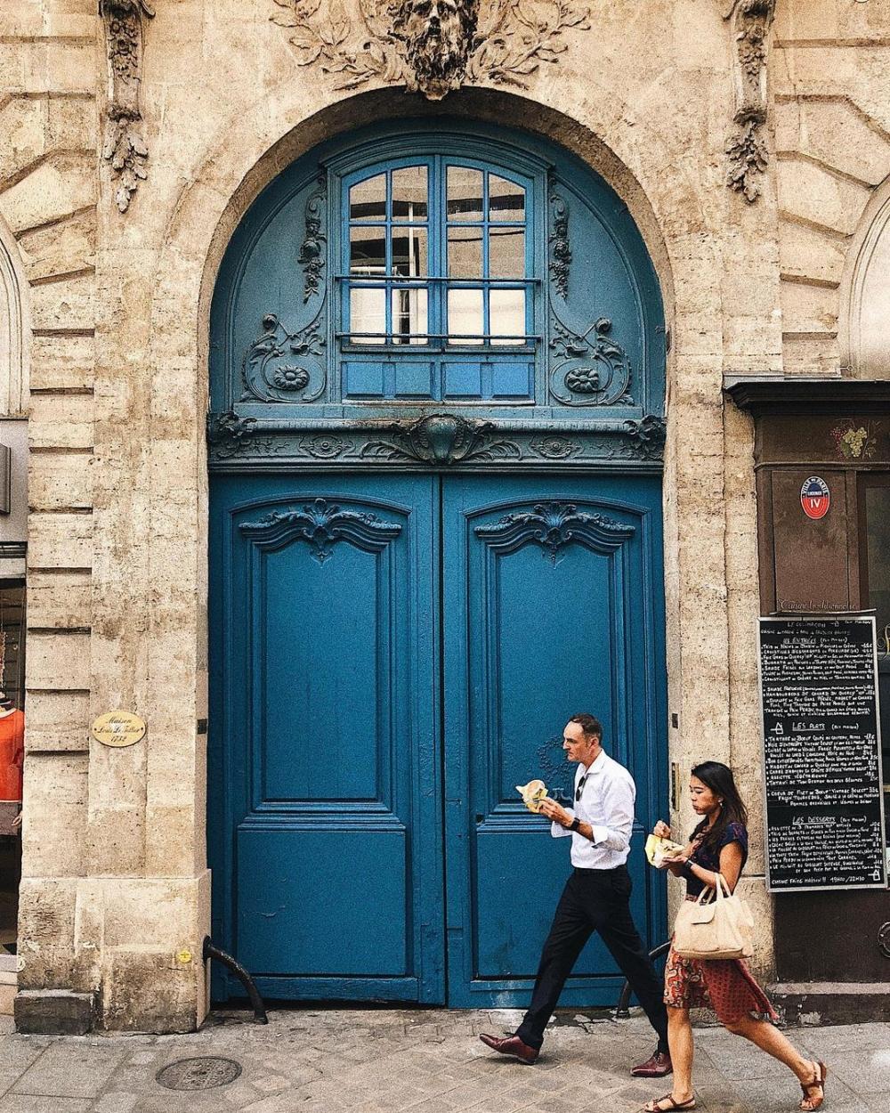 感受從容的漫步在歐洲街頭,欣賞城市的藝術門-