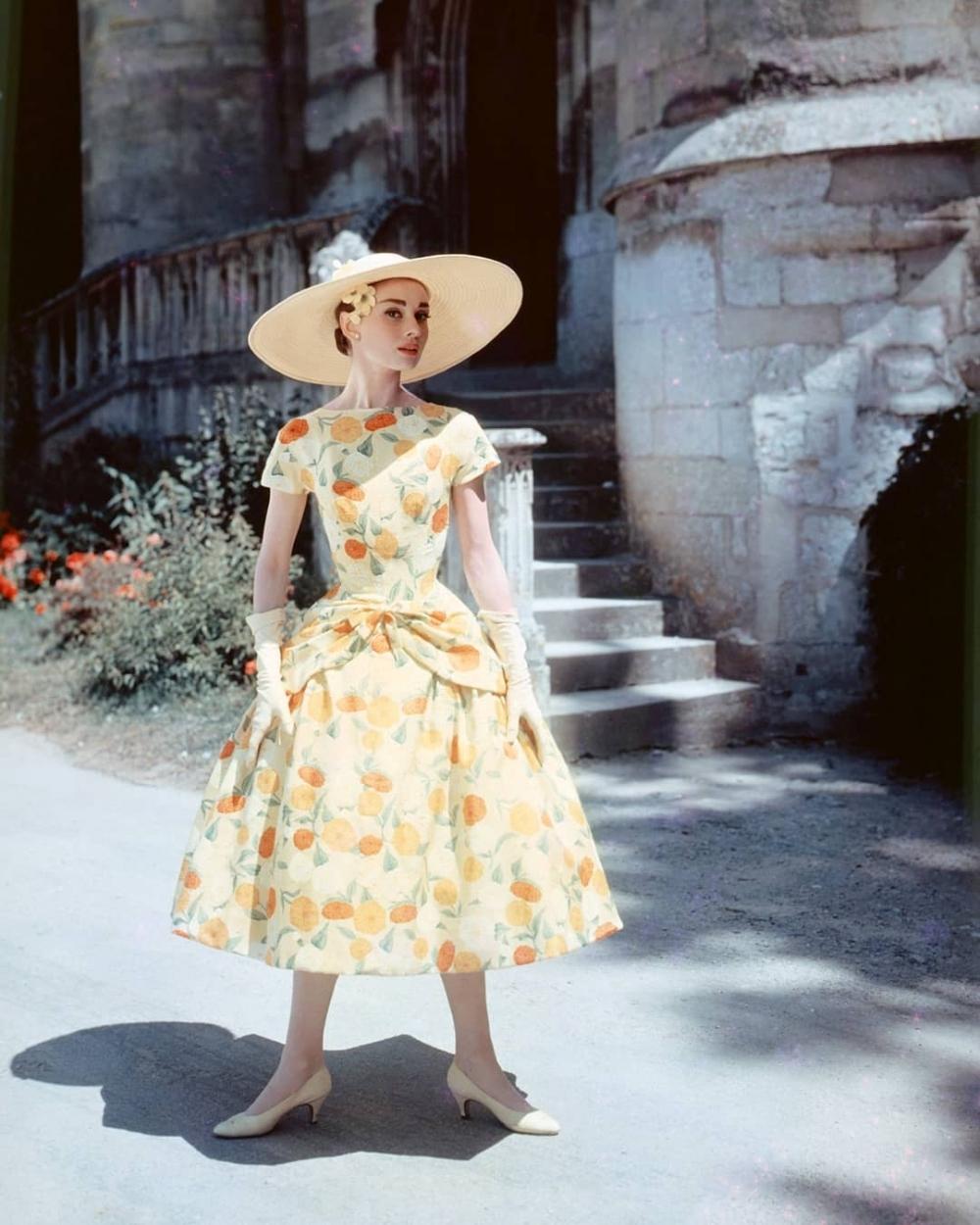 停止對鏡子裡的自已嘆氣,優雅典範的 Audrey Hepburn 柯德莉夏萍 也都曾有這些煩惱!