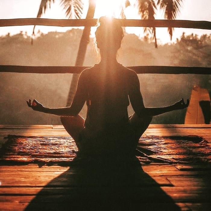 擺脫焦慮與不安,學習傾聽內心深處的聲音:每天的獨處時間來一場冥想感受平靜與安心