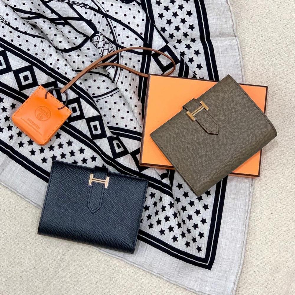 致敬法國最美平原的Hermès Bearn系列簡約典雅的設計,將會是你的短夾首選!