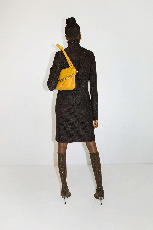 簡約與奢華的平衡交織:Bottega Veneta全新Mount手袋上架,每個人都能駕馭的奇趣魅力15