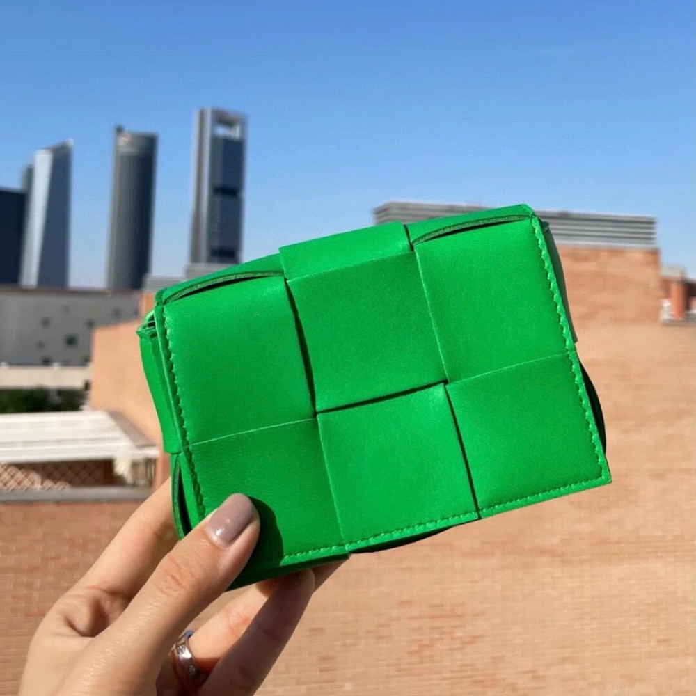 今夏不容錯過的時髦「高雅綠」:推薦Bottega Veneta、Dior、Burberry、Fendi等10 款綠色系手袋