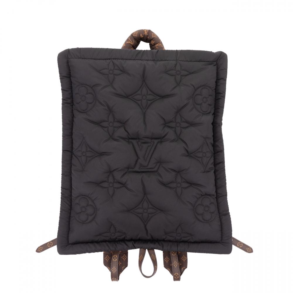 Louis Vuitton 10款全新手袋:翻玩趣味設計、囊括三大時髦元素,療癒又舒壓的枕頭造型持續發燒