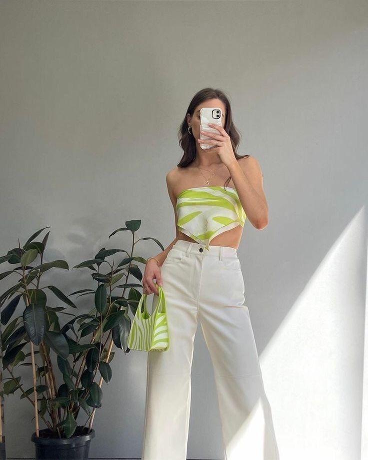 從媽媽的衣櫥裡也能找到2021的時髦單品,讓我們回到洋溢著青春氣息的90年代吧!
