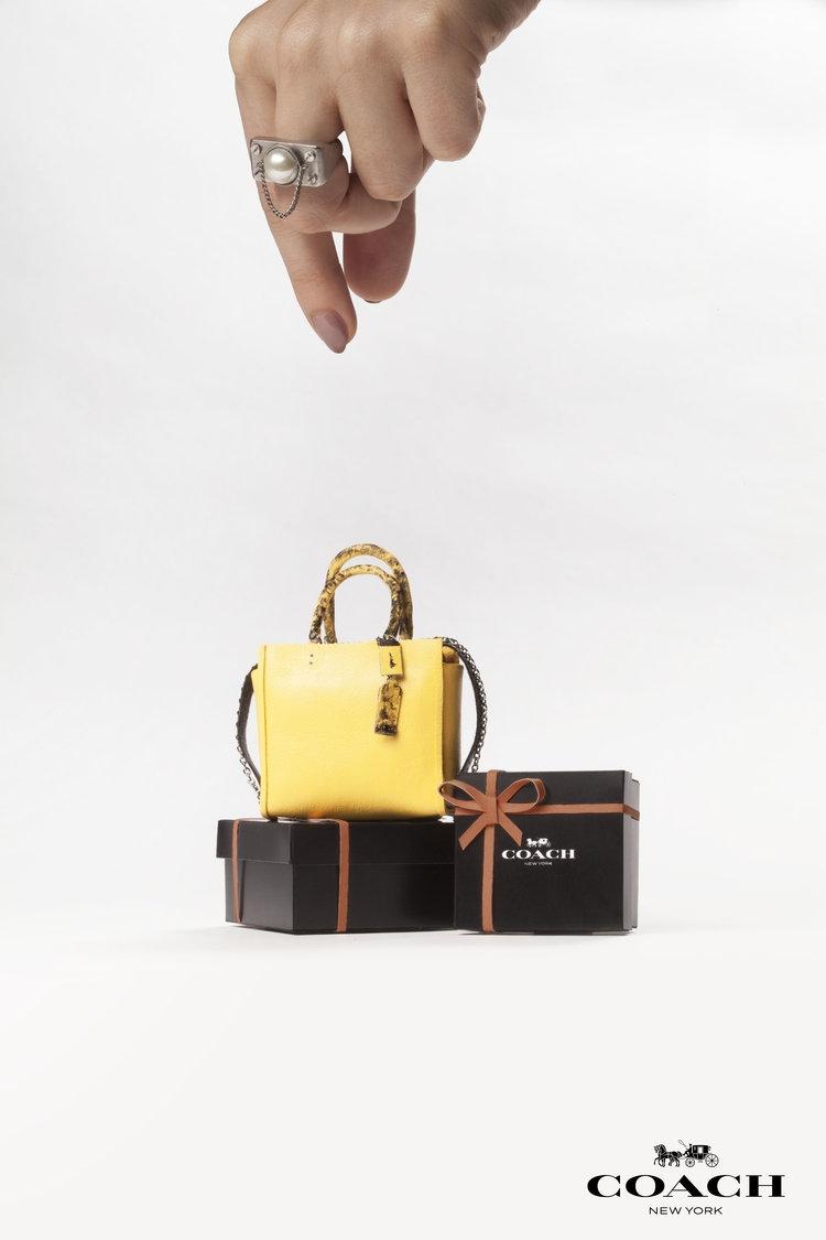 創作出僅有一個手掌大的「微型精品手袋」:藝術家Phillip Nuveen的作品連Hermès都為之著迷