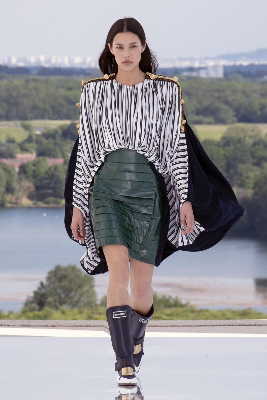 Louis Vuitton手袋10大目標 :翻玩趣味設計、時髦老花半月袋,療癒又舒壓的枕頭造型持續發燒