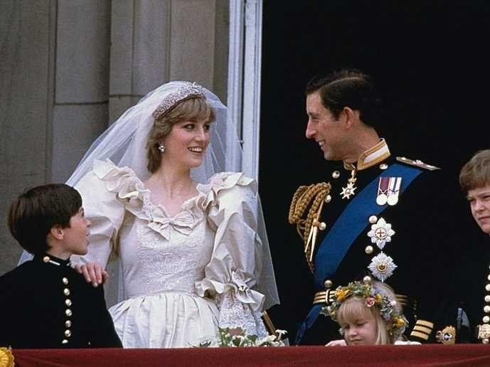 英國皇室世紀婚禮的遺物:我們永遠的最美王妃Princess Diana,5件被拍賣的珍貴物品