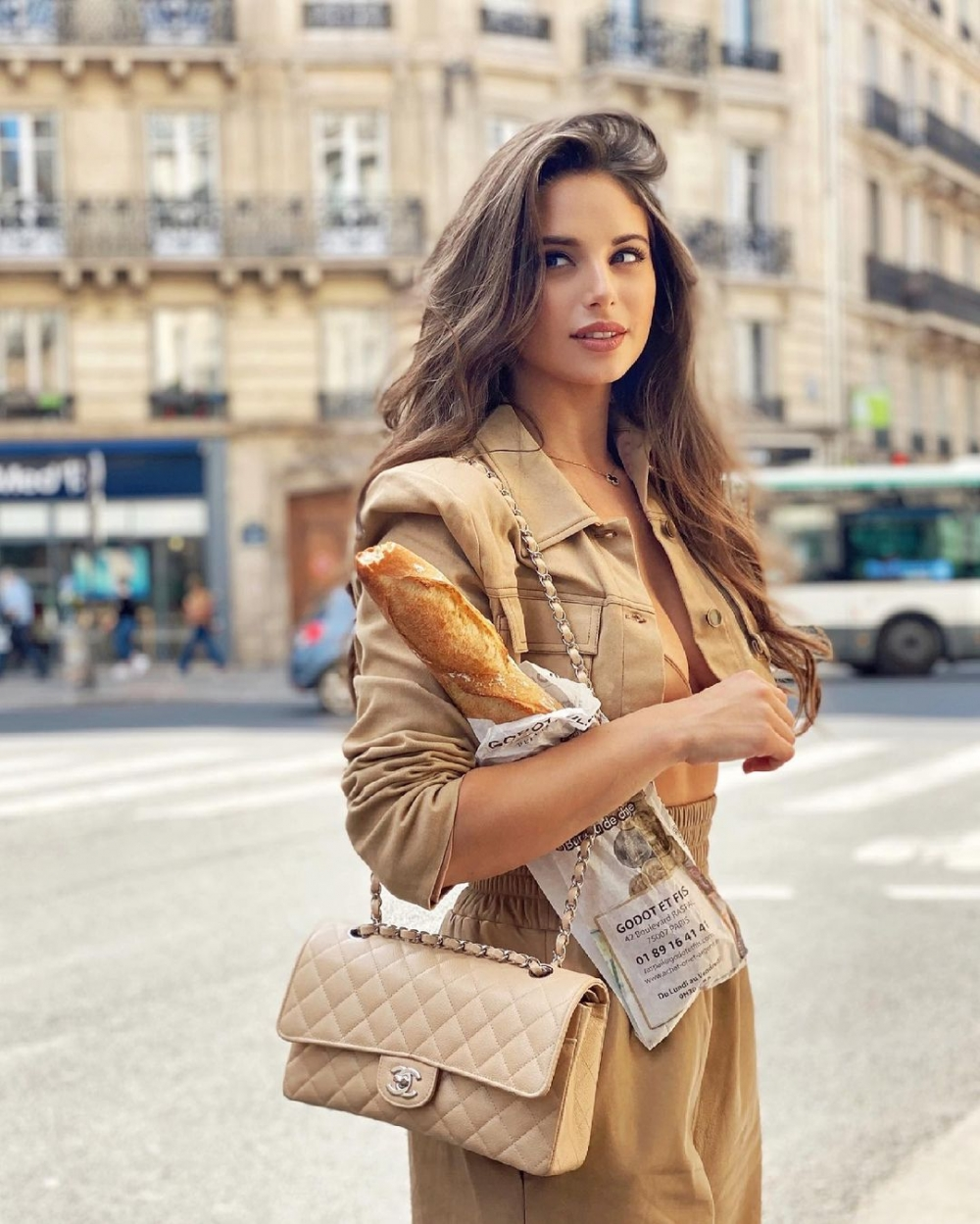 「手袋的皮革的磨損會影響它的價值」:CHANEL最常見的4種皮革,平日裡也好好照顧讓它維持在最佳狀態