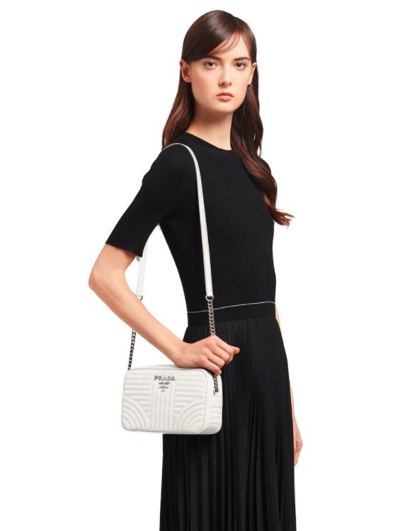 Prada推出的Diagramme Bag同樣方正俐落