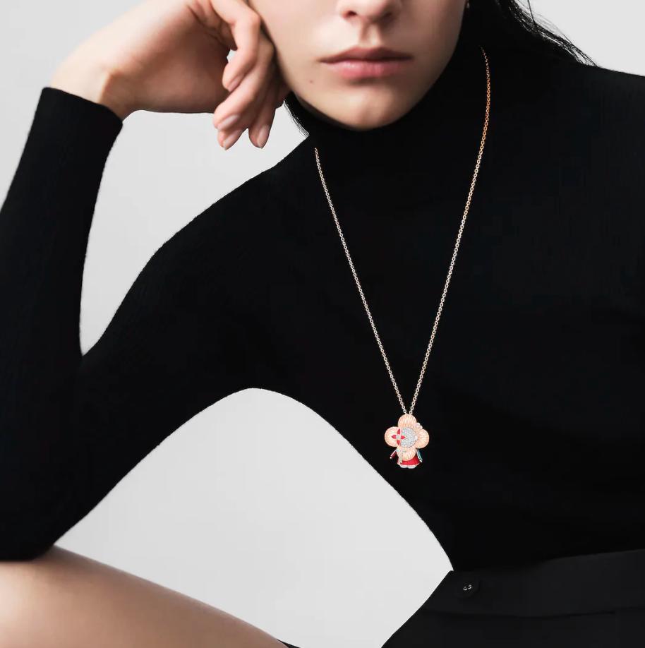 將時髦的Vivienne Hanbok佩戴在身上,時尚又優雅