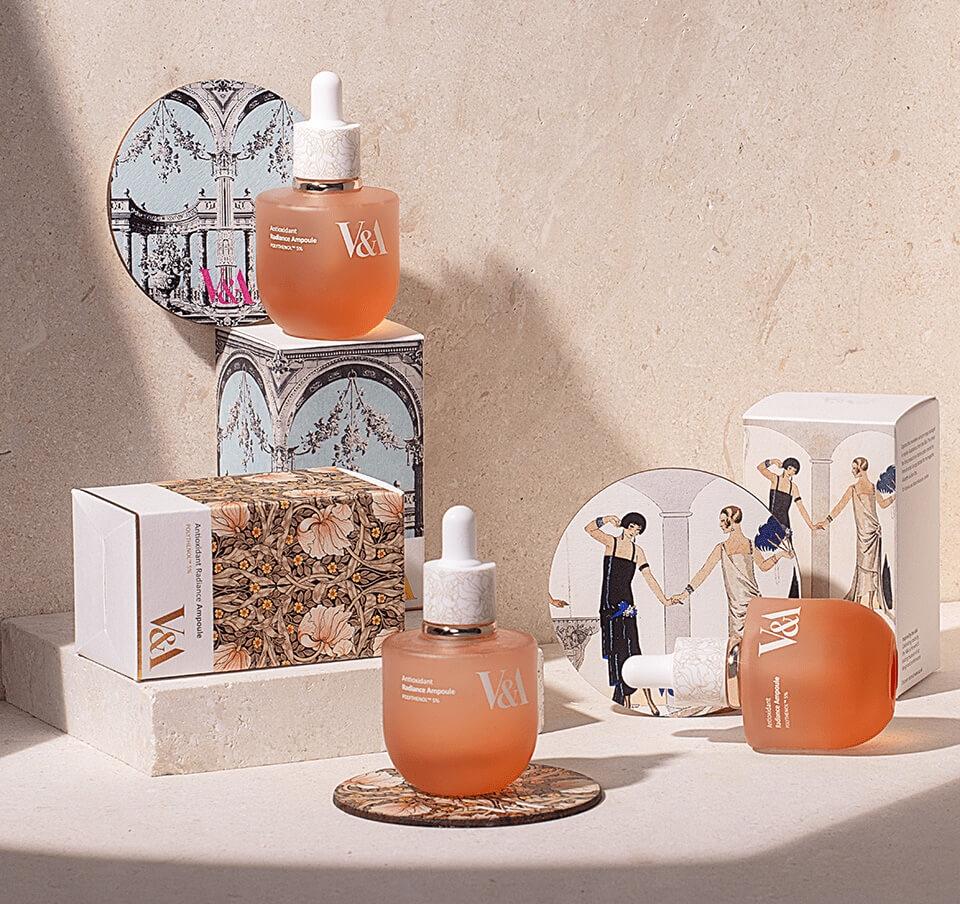 購買護膚系列更可以選擇融合了V&A博物館精選藝術品圖案的包裝和杯墊