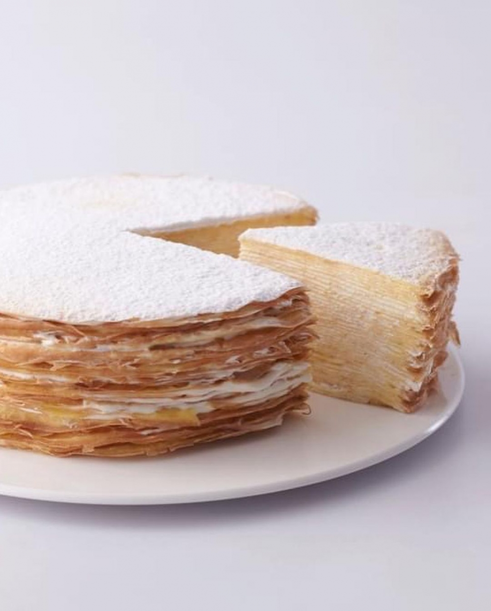 有著42層的前層蛋糕,是深藍咖啡廳中的招牌甜點