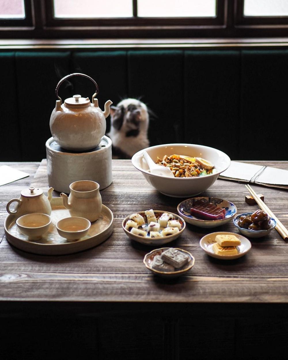 茶店內有著精緻的茶點,每個看起來都精緻又可口