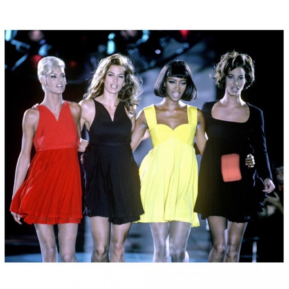 5位模特兒Linda Evangelista、Christy Turlington、Cindy Crawford、Naomi Campbell 和 Claudia Schiffer 被稱為「超級名模」