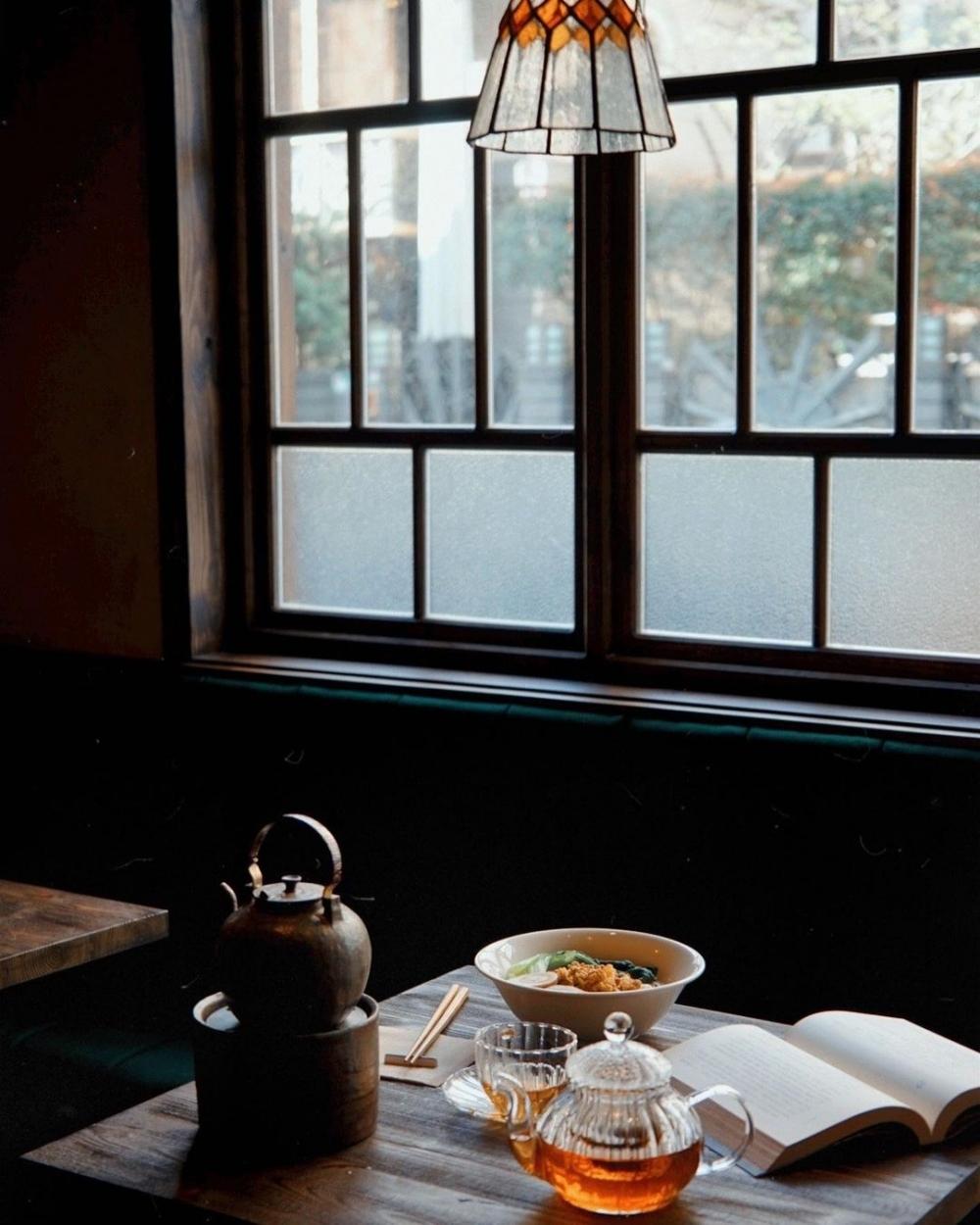 在台北最喧鬧的信義區有著一間寂靜的茶店