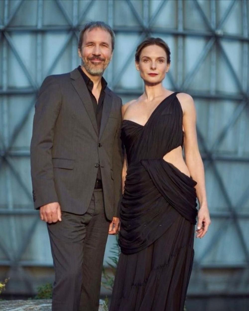 她與沙丘等導演一同出席的首映會