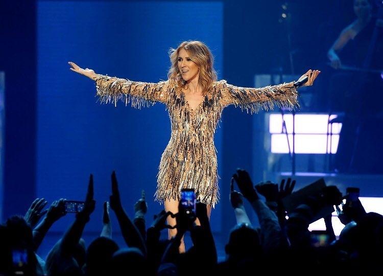 7次美國音樂獎等獎項,專輯曾經在全球銷售了超過2.5億張