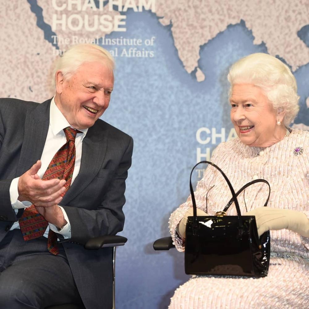 英女王手袋中的秘密大公開