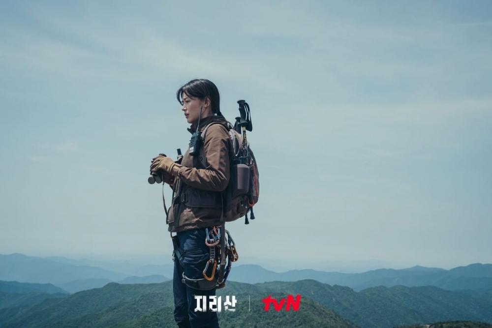 在劇中能看到主角們輕鬆的登上綠色山脊,一覽令人嘆為觀止的景色