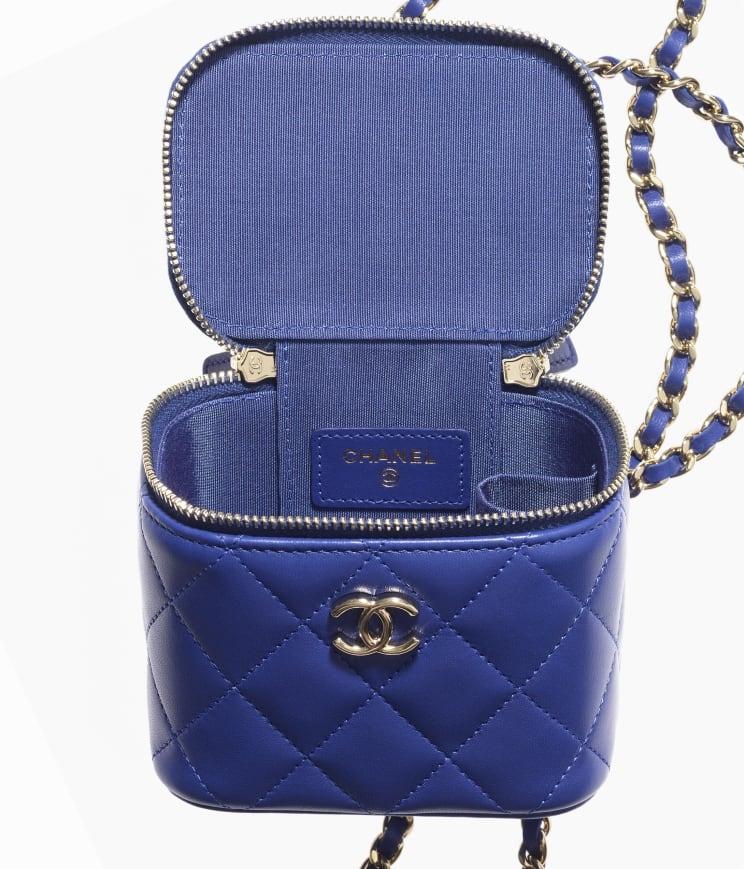 型格時尚的紫藍色菱格紋皮