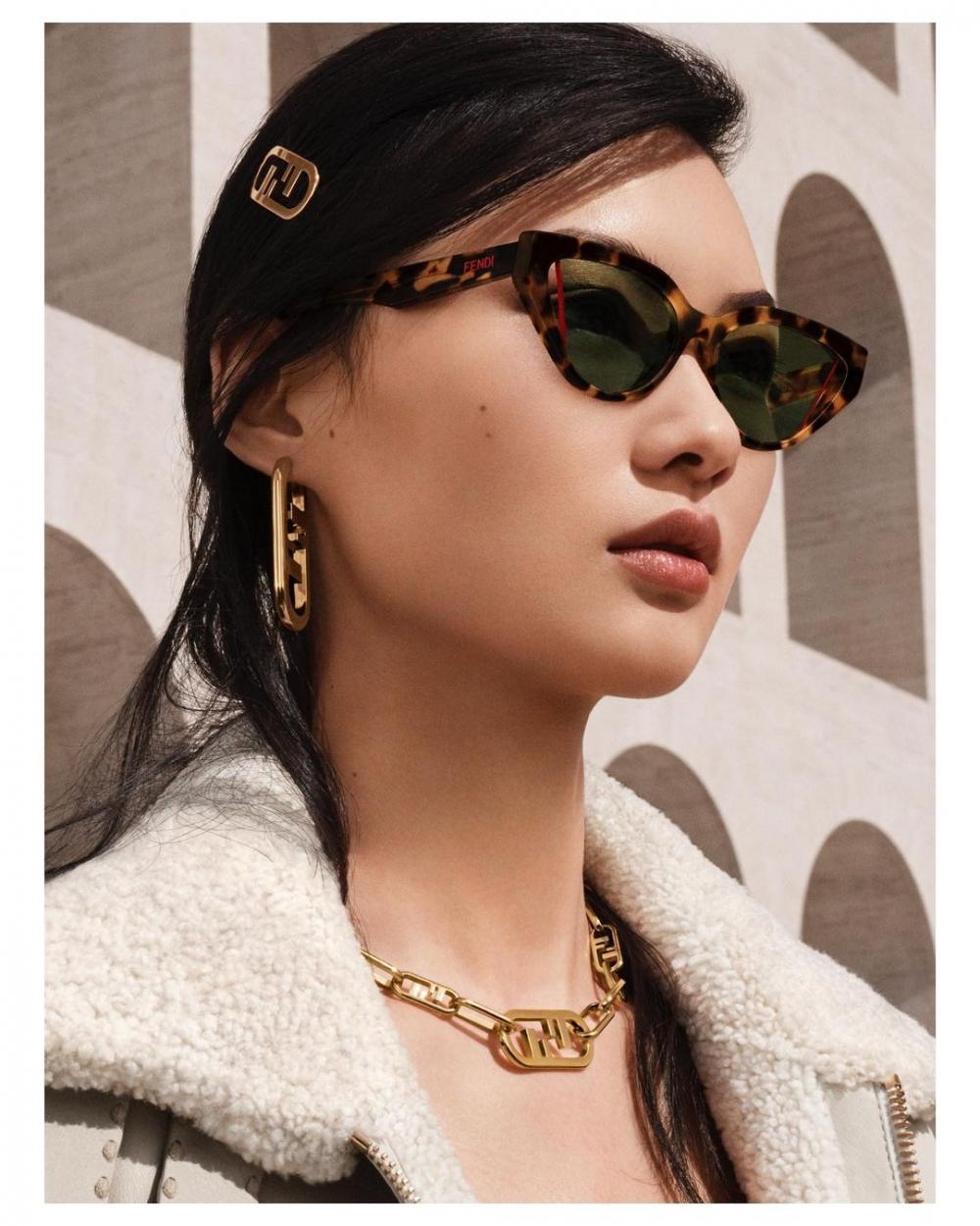 簡約的、型格的、復古的各式各樣配飾的吸引力在CHANEL、Dior、FENDI等大品牌也開始逐漸攀升