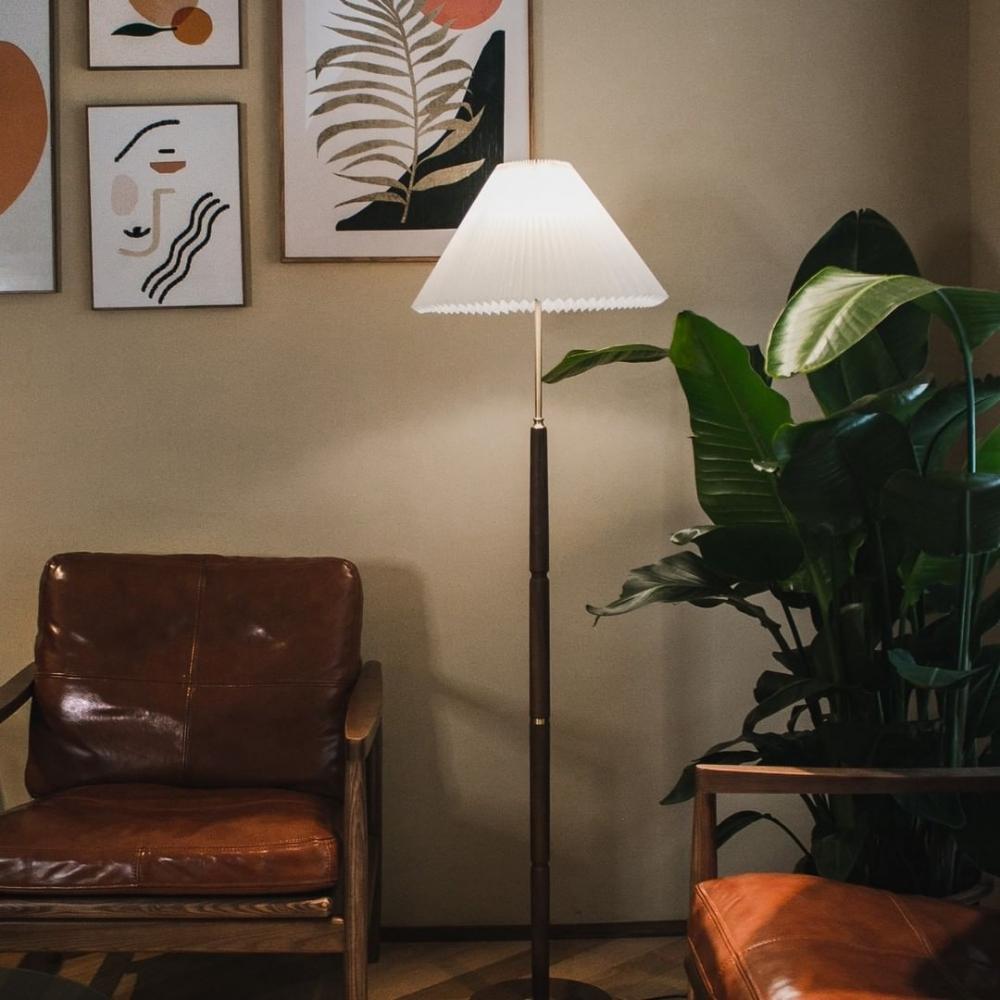 在咖啡室內的燈光,溫暖的宛如是在家的那盞燈