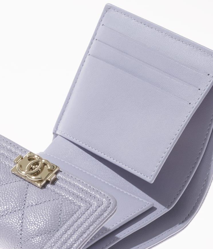 由型格Boy Chanel變奏而成的垂蓋銀包