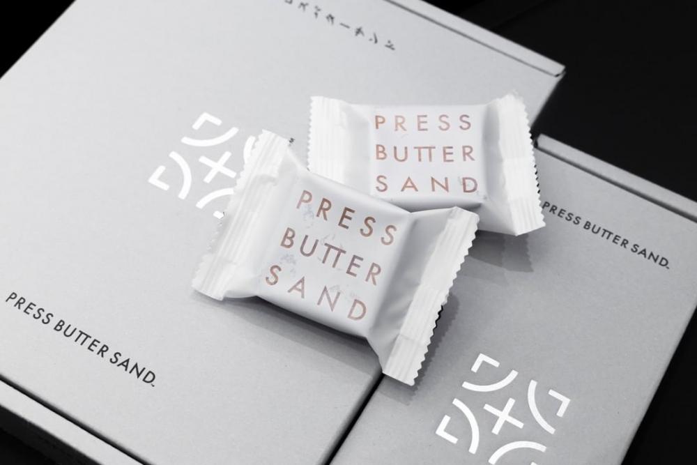 別緻的盒身嚴選日本美術紙,輕盈的淺色符合產品簡單但優秀的風味