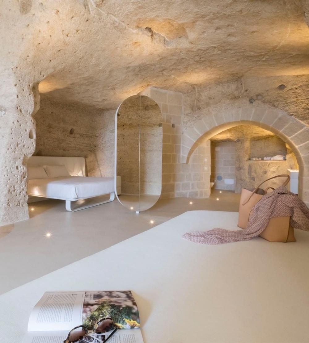 古蹟瑰寶在建築師Cosimo Dell'Acqua 和室內設計師 Simone Micheli團隊重新得到改造