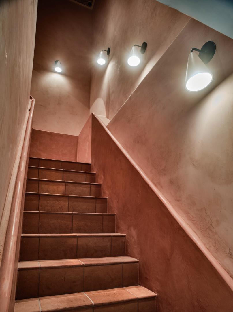 地板則是舖上來自佛羅倫斯的正宗義大利赤陶片